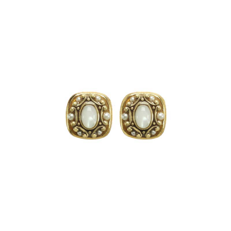 Elegante Square Stud Earrings
