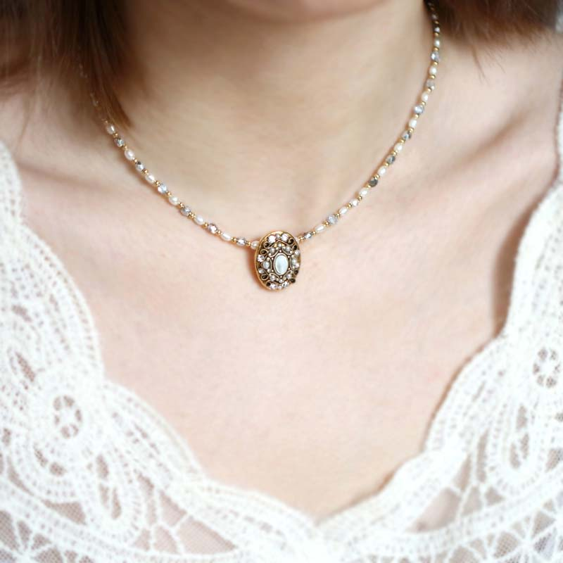 Elegante Oval Necklace