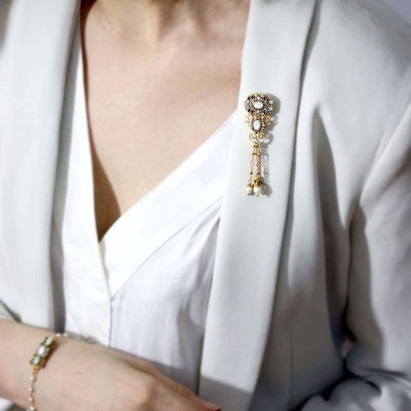Elegante Dangle Pin